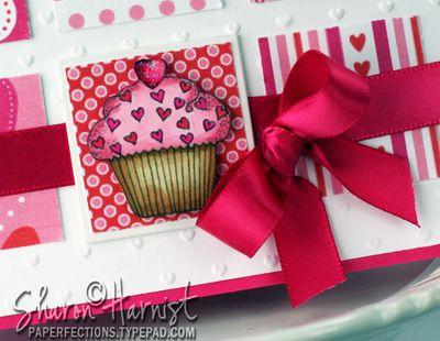 1-CupcakeWithSprinkleCloseSH